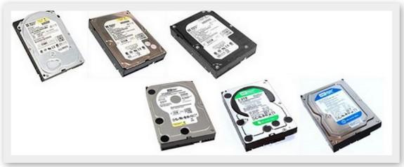 硬件故障数据恢复是指存储介质的硬件发生了故障而不能正常读取数据,主要有外电路故障、固件损坏、内电路故障、磁头组件故障、物理坏扇区等。解决方法基本上就是维修好相应的故障,如果是内电路或者磁头组件故障,则需要尽快把数据备份。    开盘数据恢复是硬盘物理故障数据恢复的一种特殊情况。当硬盘内部组件的任何一个部件(磁头、前置放大器、音圈、驱动臂、驱动臂电路、驱动线圈等)损坏、老化或偏移时,都将导致硬盘不能正常识别,一般表现为为:有明显的异响、马达不转或者一切表现正常但不认盘。 1、外电路故障:    外电路故障